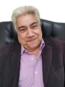 الاستاذ / عادل حافظ
